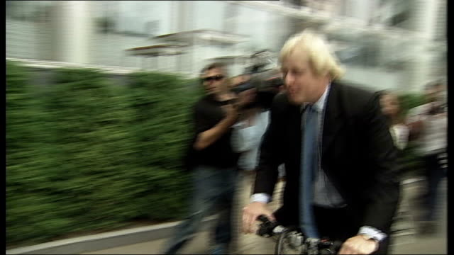 boris johnson to stand johnson onto bicycle and cycles away through press - mayor stock videos & royalty-free footage