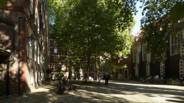 london middle temple fountain court and middle temple hall - temple building stock videos & royalty-free footage