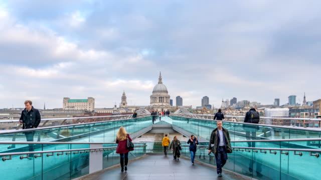 4k t/l london millennium bridge and st. paul's cathedral - st. paul's cathedral london stock videos & royalty-free footage