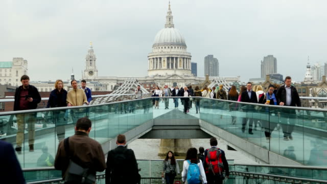 london millennium bridge and st paul's cathedral (4k/uhd to hd) - international landmark stock videos & royalty-free footage