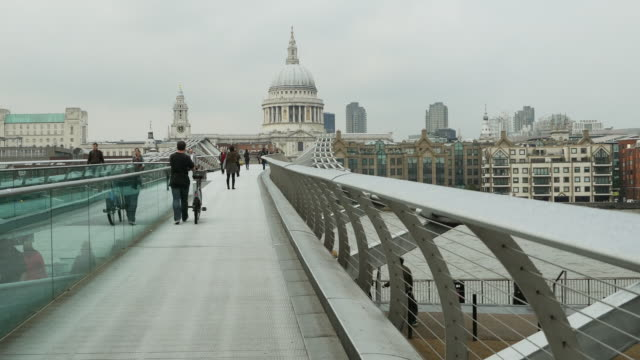 london millennium bridge and st paul's cathedral - london millennium footbridge stock videos and b-roll footage