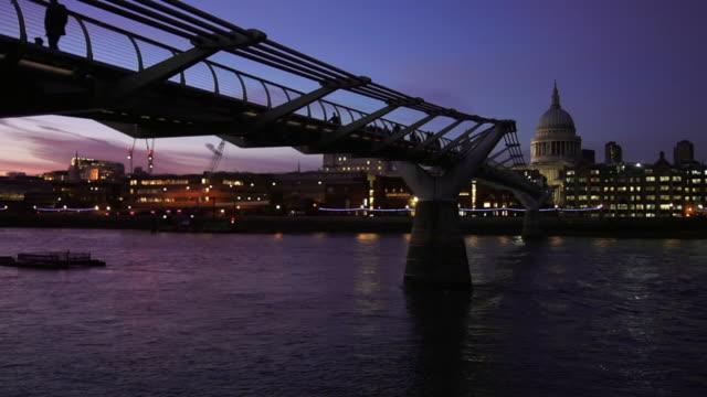 london millennium bridge at blue hour cinemagraph - london millennium footbridge stock videos and b-roll footage