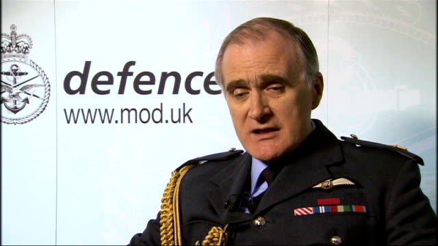 vídeos y material grabado en eventos de stock de london ministry of defence int sir jock stirrup interview sot saying does not think military covenant has been broken but has been less than clearly... - departamento de defensa