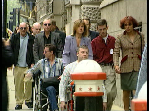 vidéos et rushes de jury retires to deliberate in david copeland trial; a)ltn: u'lay itn england: london: ext victims of nail bomb attacks along in wheelchairs with... - blacked