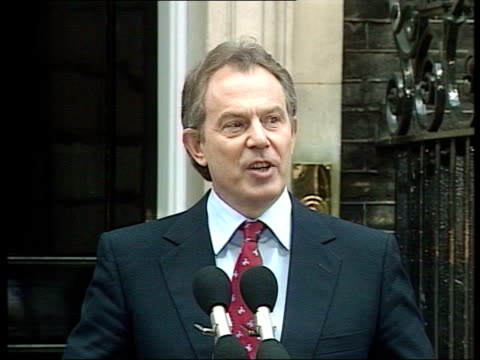 stockvideo's en b-roll-footage met london national portrait gallery int tony blair mp arriving at national portrait gallery as kissing baroness amos and tessa jowell mp and shaking... - tony blair