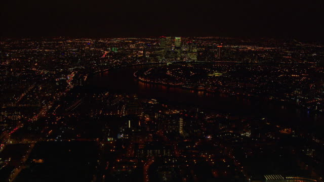 stockvideo's en b-roll-footage met london night-time aerial along river thames from tower bridge to o2 arena - the o2 londen