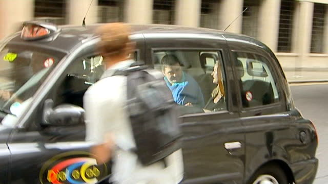 london: old bailey: george from court in taxi freeze frame on image of george in back of taxi - フリーズフレーム点の映像素材/bロール