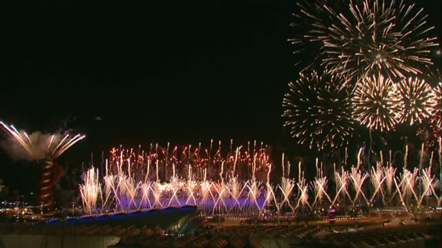 vídeos y material grabado en eventos de stock de london olympic park makes annual financial loss lib / 2672012 olympic park night gvs fireworks at london 2012 olympic games opening ceremony day... - 2012