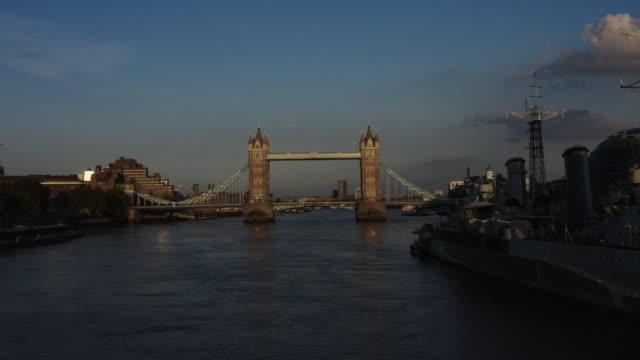 london on lockdown - tower bridge stock videos & royalty-free footage