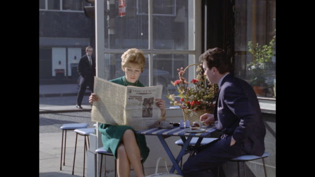 1961 - london - outdoor cafe - 1961 stock-videos und b-roll-filmmaterial