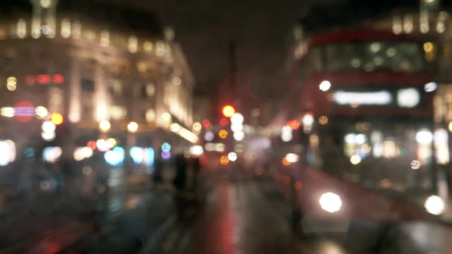 london oxford circus at rainy night - headlight stock videos & royalty-free footage