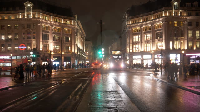 London-Oxford Circus in der regnerischen Nacht