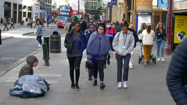 london oxford street west end shoppers crowd 50% masked 2021 sunny day homeless woman - housing difficulties stock videos & royalty-free footage