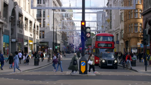 london oxford street west end shoppers crowd 50% masked 2021 sunny day wide shot traffic lights buses - road signal stock videos & royalty-free footage