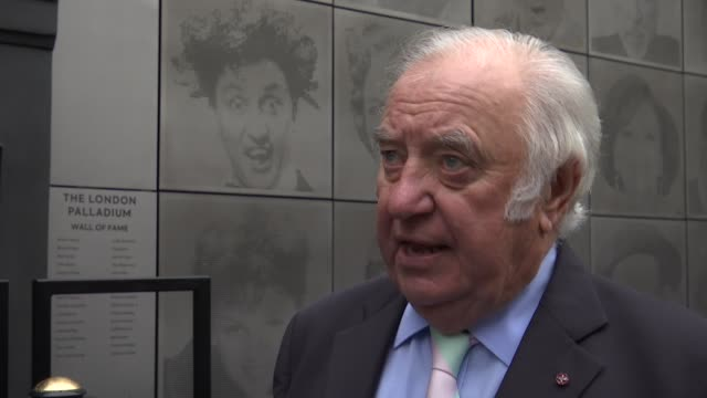 london palladium 'wall of fame' stage door unveiled england london palladium theatre ext wall of fame gvs / jimmy tarbuck interview sot - jimmy tarbuck stock videos & royalty-free footage