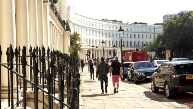 vídeos de stock, filmes e b-roll de london park crescent townhouses - parque regents