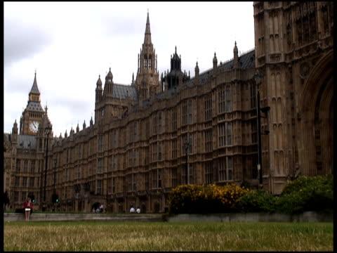 stockvideo's en b-roll-footage met london parliament (big ben) park & traffic - parlementslid