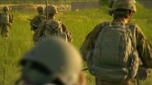 london photographer severely injured in explosion in afghanistan; tx 24.6.2010 afghanistan: kandahar: arghandab valley: ext american soldiers... - kandahar afghanistan stock videos & royalty-free footage
