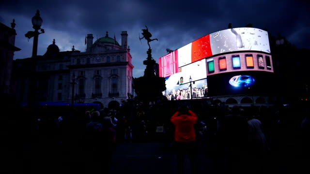 london piccadilly circus at night (4k/uhd to hd) - piccadilly circus stock videos and b-roll footage