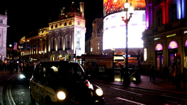 london piccadilly circus at night (4k/uhd to hd) - electronic billboard stock videos & royalty-free footage