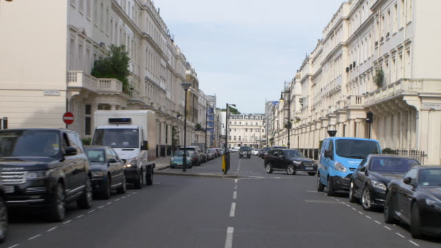 vídeos de stock, filmes e b-roll de london rear pov drivng process plate - stationary process plate