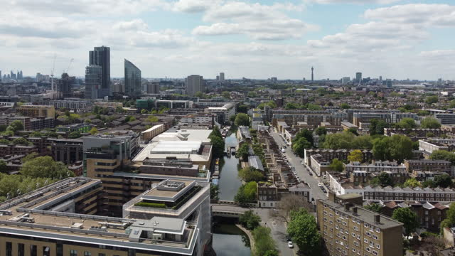 london regent's canal as it passes through shoreditch, hackney from a high angle view - small boat stock videos & royalty-free footage