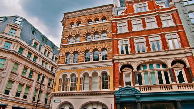 vídeos de stock e filmes b-roll de london. residential building, street - inglaterra