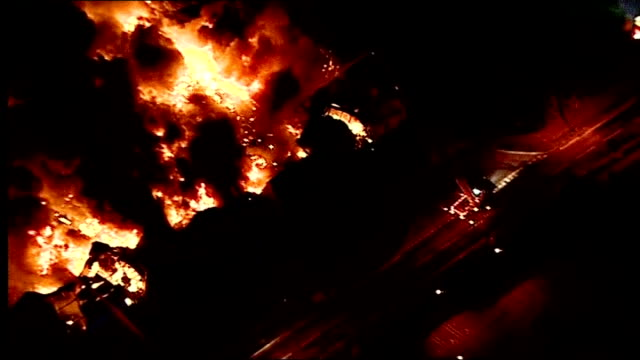 further violence and unrest; 8.8.2011 england: north london: enfield: solar way business park: ext / night aerials burning sony distribution centre... - warehouse点の映像素材/bロール