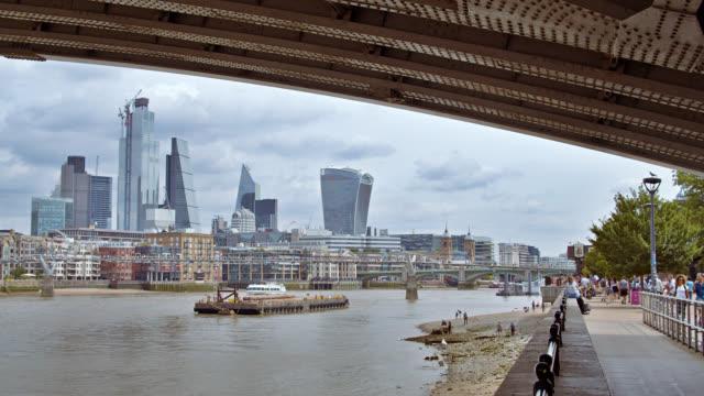 london. riverside. business district. walk way. - international landmark stock videos & royalty-free footage