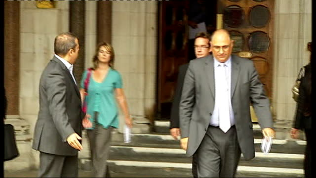 royal courts of justice: ext robert murat out of high court with his solicitor, louis charalambous, and another photographers robert murat reading... - fall madeleine mccann stock-videos und b-roll-filmmaterial