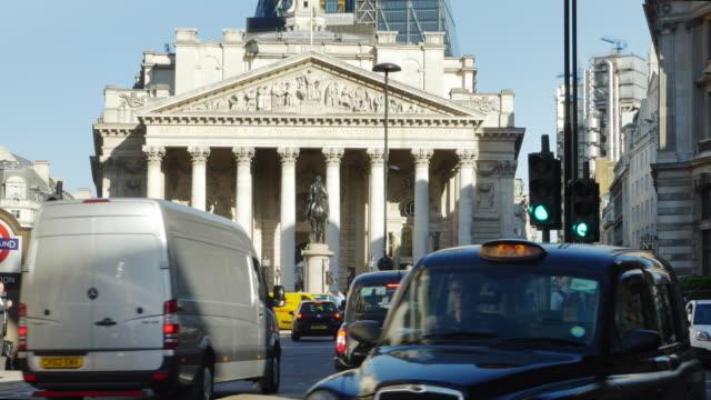 royal exchange (uhd) london - lieferwagen stock-videos und b-roll-filmmaterial