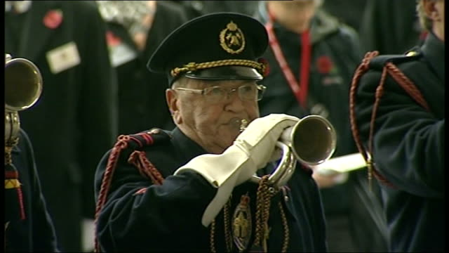 london schoolchildren honour war dead with duke of edinburgh belgium ypres ext various of buglers playing sot soldiers names on memorial wall tilt... - ニナ・ホサイン点の映像素材/bロール