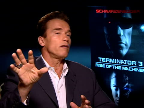 vidéos et rushes de london schwarzenegger interviewed sot any entertainer has the responsibility to go and entertain even if they are against the war/ i was for the war/... - arnold schwarzenegger