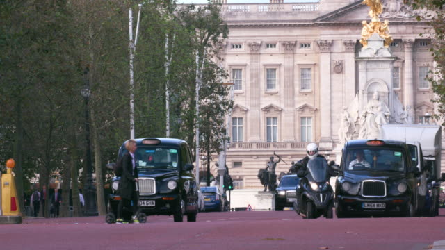 london september thursday - buckingham palace stock videos & royalty-free footage