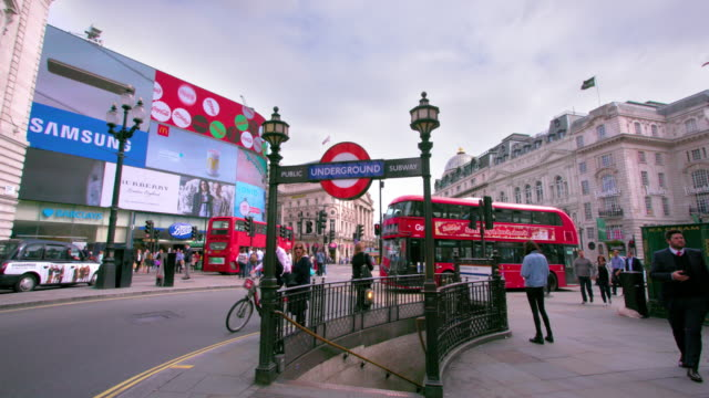 london september thursday - piccadilly circus stock videos and b-roll footage