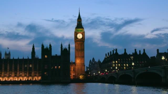 vídeos y material grabado en eventos de stock de london september wednesday - autobús de dos pisos