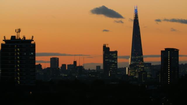 stockvideo's en b-roll-footage met ws london skyline at dusk - establishing shot