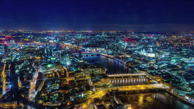 london skyline at night. - fluss themse stock-videos und b-roll-filmmaterial