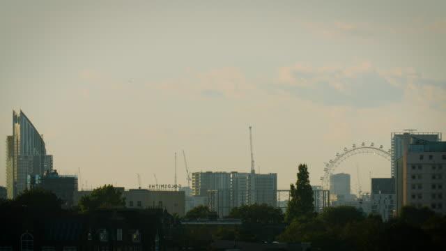 stockvideo's en b-roll-footage met ws london skyline at sunset - establishing shot