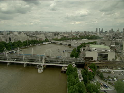london skyline hungerford bridge and river thames from london eye - hungerford bridge stock videos & royalty-free footage
