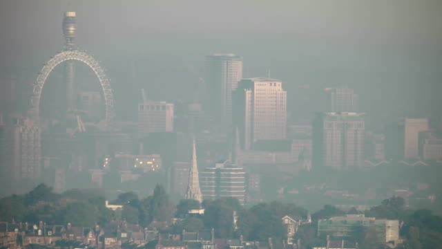 skyline di londra - smog video stock e b–roll