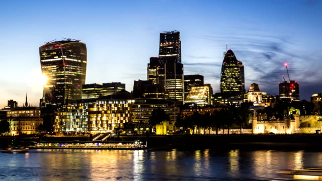 london skyline with river thames, time lapse - city of london stock videos & royalty-free footage
