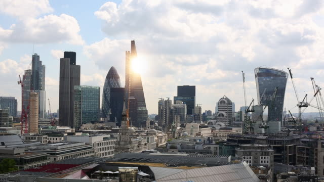 london skyline with sun, time lapse - city of london stock videos & royalty-free footage