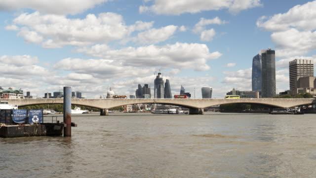 Skyline von London Themse und Waterloo Bridge