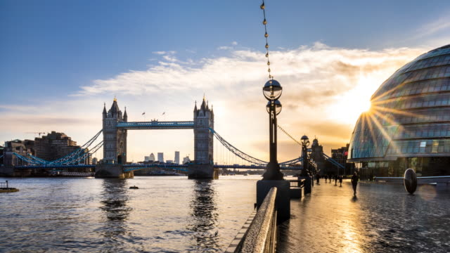 london skyline with tower bridge and city hall, tl, ws - tower bridge stock videos & royalty-free footage