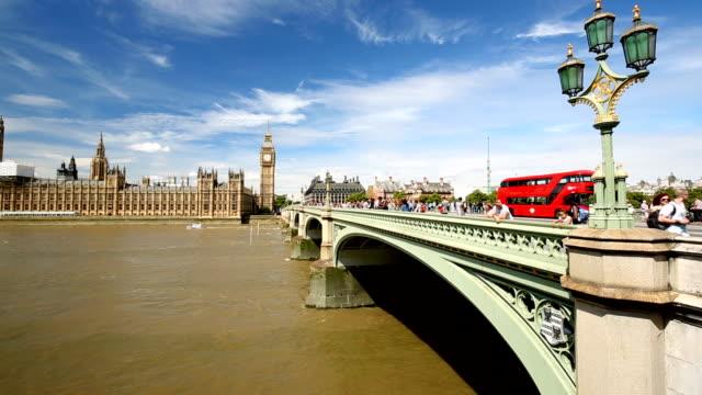 ウェストミン スター橋とロンドンのスカイライン - イギリス点の映像素材/bロール