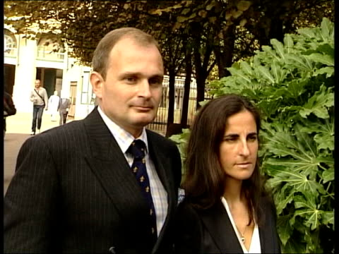 london southwark crown court ext major charles ingram and wife diana ingram ----------------------------------- clean feed tape = d0617456 or... - トリビア点の映像素材/bロール