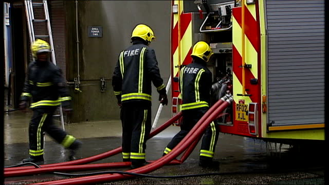 stockvideo's en b-roll-footage met london southwark fire station ext sequence showing fire service recruits being trained in hose and engine work - rekruut