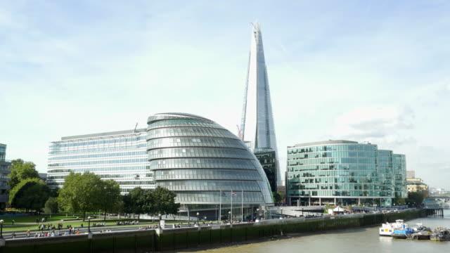 london southwark with city hall and the shard (uhd) - shard london bridge stock videos & royalty-free footage