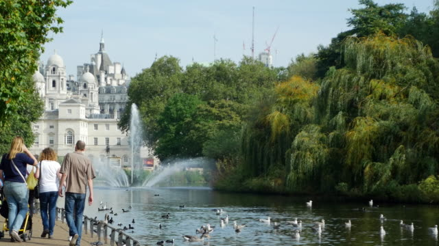 london st. james's park and horse guards building - whitehall london stock videos & royalty-free footage